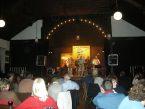 Die Band auf der Bühne vor Publikum